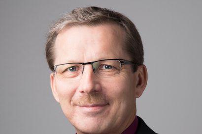 Piispa Jukka Keskitalon pääsiäistervehdys: Punainen ja valkoinen aurinko loistaa ristin päällä