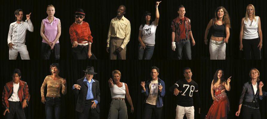 Candice Breitzin videoteoksessa King (A Portrait of Michael Jackson) fanit esittävät Thriller-albumin kappaleita. Näin äänitteistä syntyy muotokuva Michael Jacksonista ilman Jacksonia.