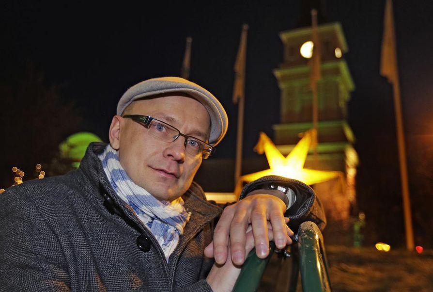 Pohjois-Pohjanmaan ja Kainuun taidetoimikunnan vuoden taidepalkinnon on saanut ohjaaja Mika Ronkainen.
