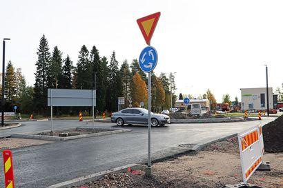 Pudasjärven uudessa liikenneympyrässä on sattunut vaaratilanteita – näin liikenneympyrässä ajetaan turvallisesti