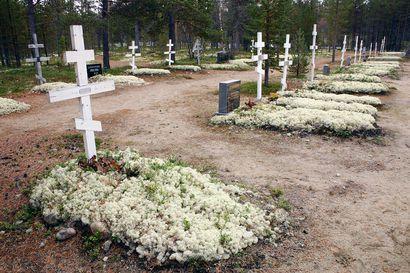 Nälkäiset porot kaivoivat jäkälät haudoilta ja mylläsivät Suomen kauneimmaksi kehutun hautausmaan Sevettijärvellä