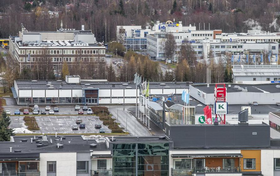 Kerrostalojen välit täytetään autohalleilla, joissa autot ovat kahdessa kerroksessa, kannen alla ja päällä. Huonekaluliikkeille autopaikkoja on kaavassa varattu 209 ja kerrostaloille 162. Arkistokuva.