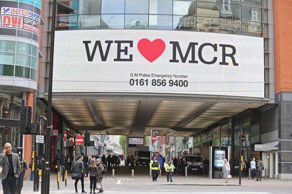 Viisi ihmistä loukkaantunut puukotuksessa ostoskeskuksessa Manchesterissa