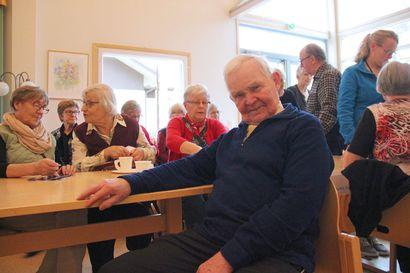86-vuotias Veikko etsii tanssiparia – iloisena pysyy kun tanssii ja tapaa ystäviä