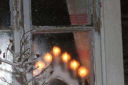 Lumilinnoja ja punainen jouluvalo, Arvo Härö muistelee  vuosikymmenten takaisia aikoja