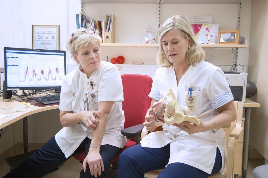 Lantionpohjan lihaksistoon erikoistuneet fysioterapeutit Tarja Koukkula ja Liisa Malmlund tietävät, että lantionpohjan vaivat aiheuttavat ongelmia niin miehille kuin naisillekin. Usein vaivat heijastuvat myös seksielämään.