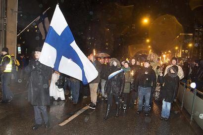 Itsenäisyyspäivän marsseihin varaudutaan satojen poliisien voimin – Keskiviikkona poliisi kielsi uusnatsien mielenosoituksen, torstaina ilmoitettiin toisesta vastaavasta
