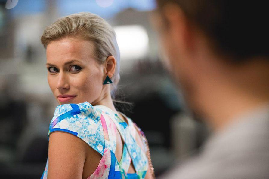 Onnenonkija on komedia lifestyle-bloggaajasta (Minka Kuustonen), joka ei osaa olla köyhä.