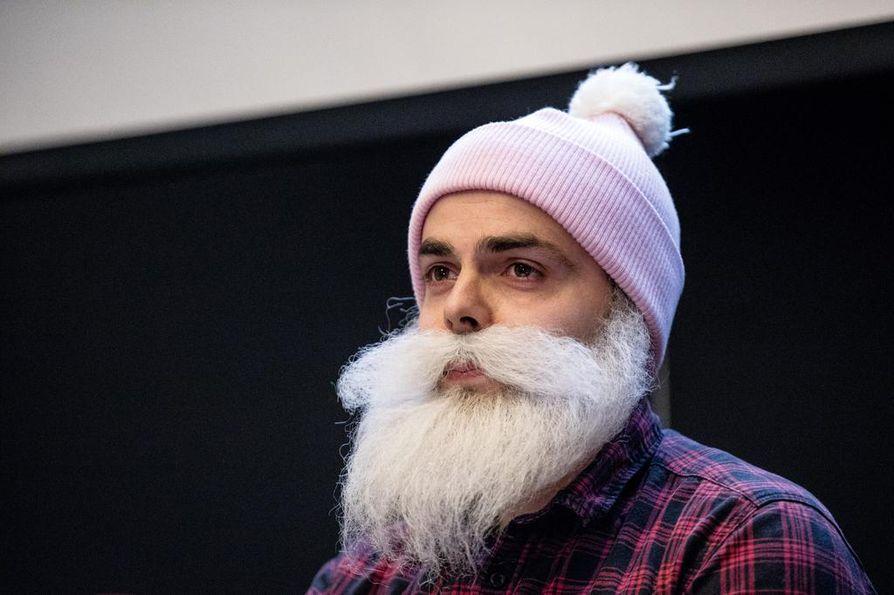 Brother Christmas -hahmon takana hyväntekeväisyyttä tehnyt Ari Koponen on perussuomalaisten uusi kansanedustaja Uudeltamaalta.