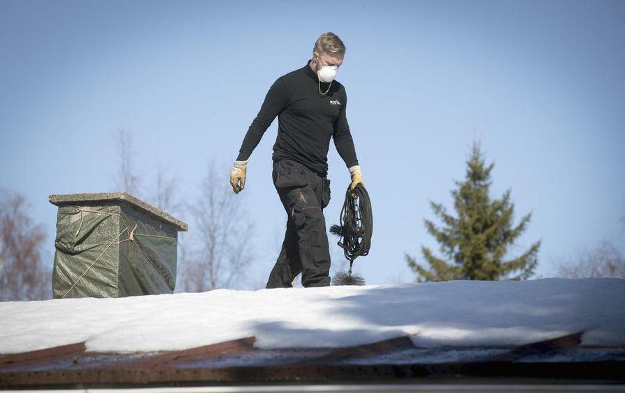 Pellon entinen piirinuohooja Mikko Muotka päätti perustaa kahden tuttavansa kanssa oman nuohousalan yrityksen Ouluun heti kun se oli mahdollista.