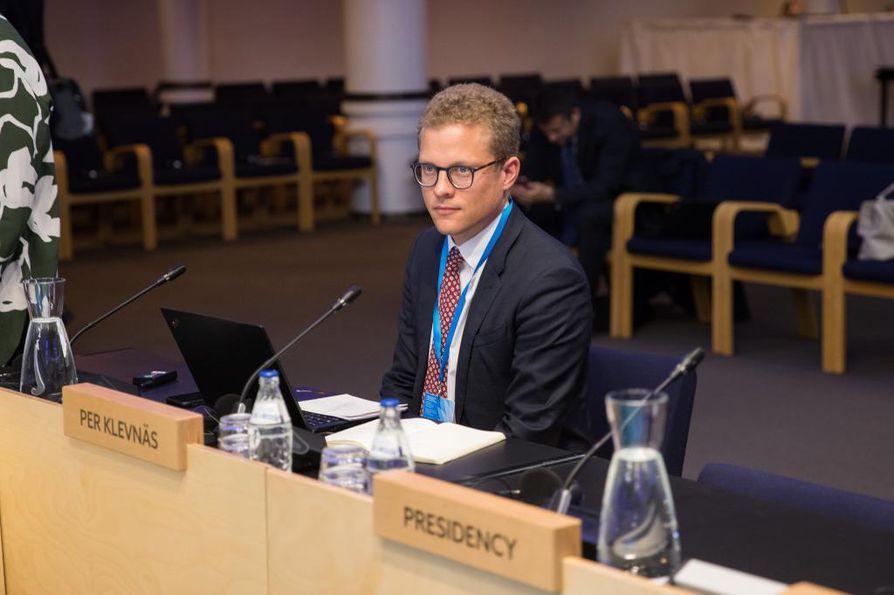 Tukholman ympäristöinstituutin asiantuntija Per Klevnäs puhui EU-ministereille kiertotalouden mahdollisuuksista. - Materiaaleista on tehtävä kierrätettäviä, hän penäsi.