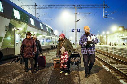 3-vuotias Pinja odotti mummoaan Rovaniemelle 11 tuntia – Ratavaurion korjaus hidasti junia koko päivän ja myöhästytti vielä lähteviä yöjunia
