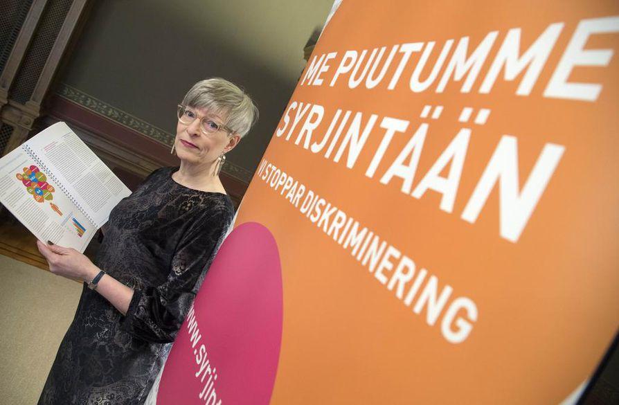 Yhdenvertaisuusvaltuutettu Kirsi Pimiä haluaa yhdenvertaisuusvaltuutetulle oikeudet puuttua myös työelämän syrjintään.
