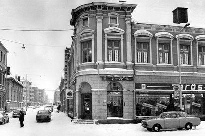 Vanhat kuvat: Teräksen talo ja Kauppahotellin purkaminen – Millainen oli joulukuu Oulussa 40, 30 ja 20 vuotta sitten?