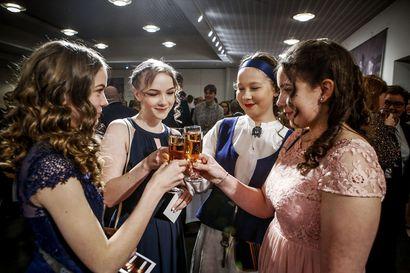 Nuoret skoolasivat Suomelle 15-vuotiaiden itsenäisyyspäivän juhlassa Rovaniemellä