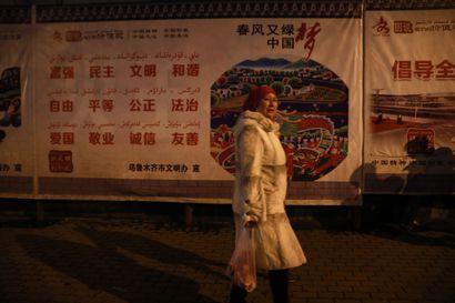 Uiguurinaiset kertovat pakkosterilisaatiosta – tuoreen selvityksen mukaan väestönkasvu Xinjiangin uiguurialueilla on pudonnut alle Kiinan keskiarvon