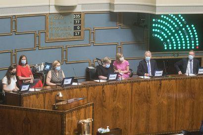 LM-kysely: Kolmella jakkaralla istuminen epäilyttää monia kansanedustajia – harva puolue haluaa silti jäädä takamatkalle uusien vaalien ehdokasasettelussa
