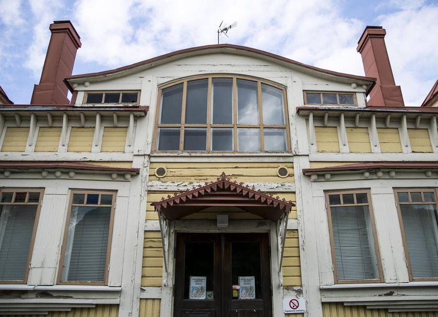 Yksityisenä vanhainkotina vuoteen 1980 saakka toiminut De Gamlas Hem -niminen rakennus suojeltiin vuoden 1985 asemakaavassa.