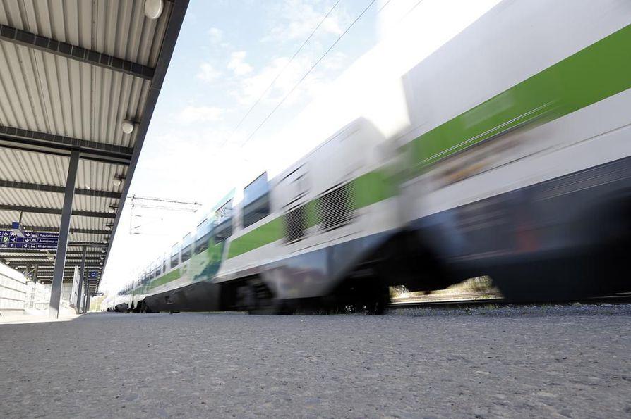 Oulun asemalla tehdään viikon ajan asetinlaitteiden muutostöitä.
