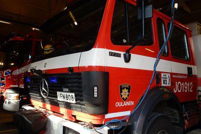 Rekka-auton laakeri syttyi palamaan, liikennettä ohjattiin Ouluntiellä tapahtumapaikan ohi