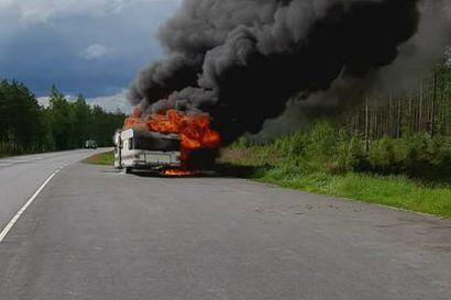 Oululaismies osti Muhokselta asuntovaunun, joka paloi soihtuna poroksi tien poskessa 15 minuuttia myöhemmin