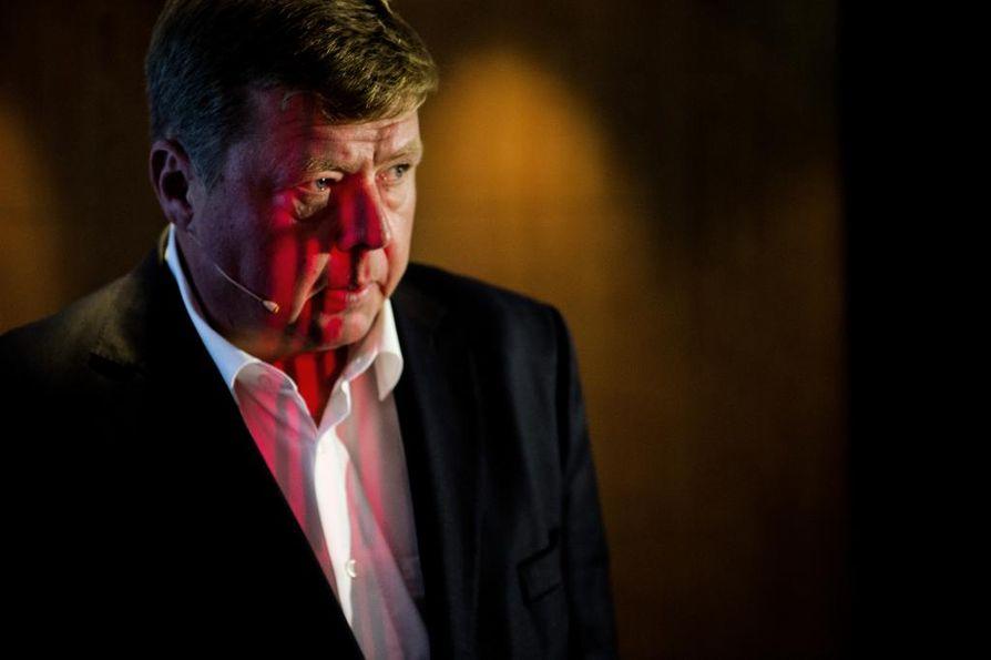 Helsingin hovioikeus hylkäsi kaksi syytettä, jotka käräjäoikeus luki Talvivaaran Kaivososakeyhtiön entisen toimitusjohtajan ja hallituksen puheenjohtajan Pekka Perän syyksi. Perälle tuli ehdollisen vankeuden sijaan sakkoja hovioikeudessa.