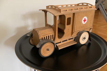 Isoisä teki puuauton ja hevoskärryn: Vanhat leluaarteet säilyvät suvussa sukupolvelta toiselle – Katso lukijoiden kuvat rakkaimmista liikenneleluista