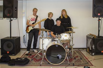 Esiintyminen on stressaavin ja paras osuus - Meri-Lapin bändileirillä ennätysmäärä osallistujia.