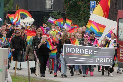 Kahta puolen rajaa puhuttiin yhdenvertaisuudesta – Meri-Lapin BorderPridessa nousi esille elämä seksuaali- ja sukupuolivähemmistössä