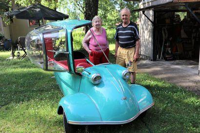 Piskuisella autolla on iso luonne – Helena ja Reijo Aaltonen nautiskelevat kääpiöautoista, jotka olivat suosionsa huipulla 1950-luvulla
