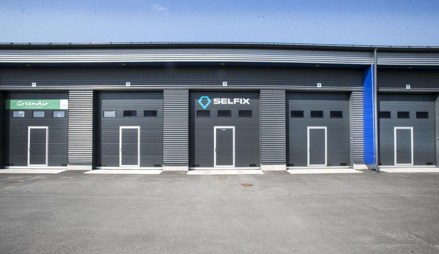 Tallitilaa autojen pesemeiseen  tarjonnut Selfix joutui lopettamaan toimipisteitään, koska yrityksen käyttämien halliosakkeiden tilat  osoittautuivat toimintaan soveltumattomiksi.