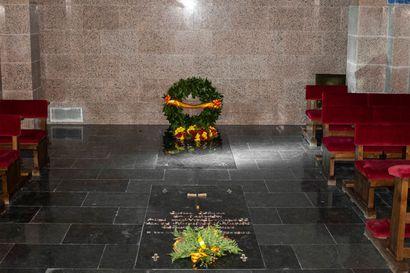Francon haudan siirto päätti Espanjassa pitkän poliittisen köydenvedon – kaikki eivät ole valmiita hautaamaan diktaattorin muistoa