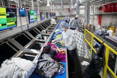 """Oulun Keskuspesulan uudessa toimipaikassa Ruskossa pestään yli 3 miljoona kiloa tekstiilejä vuodessa – """"Meidän tärkein tehtävä on nitistää mikrobit"""""""