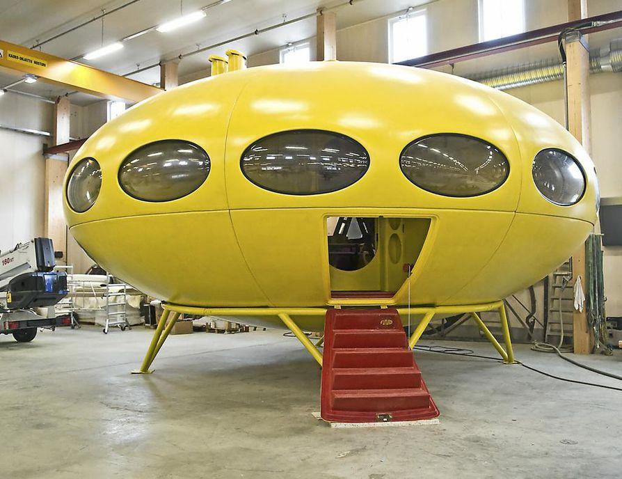 Avaruusajan arkkitehtuuria edustava Futuro on kuin tehtaaseen jalustalle laskeutunut ufo.
