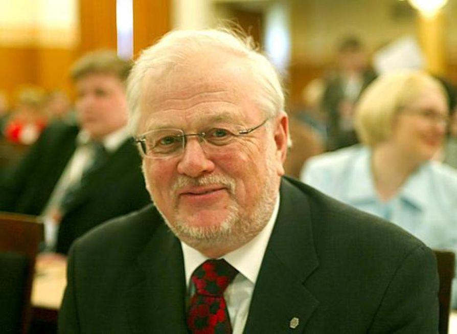 Pitkäaikaiselle Lapin yliopiston rehtorille Esko Riepulalle etsitään seuraajaa.