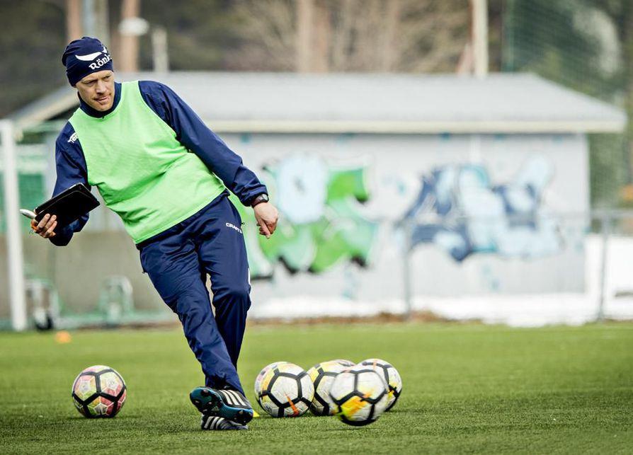 Päävalmentaja Mika Lähderinne on ollut tyytyväinen Pekka Wellingin otteisiin testijakson aikana.