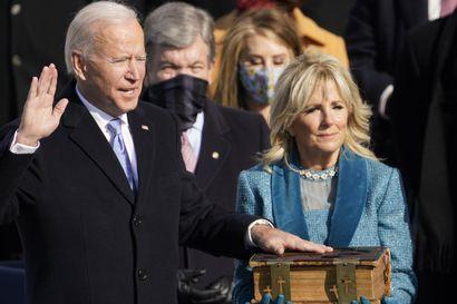 Joe Biden vannoi virkavalansa Yhdysvalloissa – tuore presidentti vetosi kansan yhdistämiseksi ja tuomitsi valkoisen ylivallan