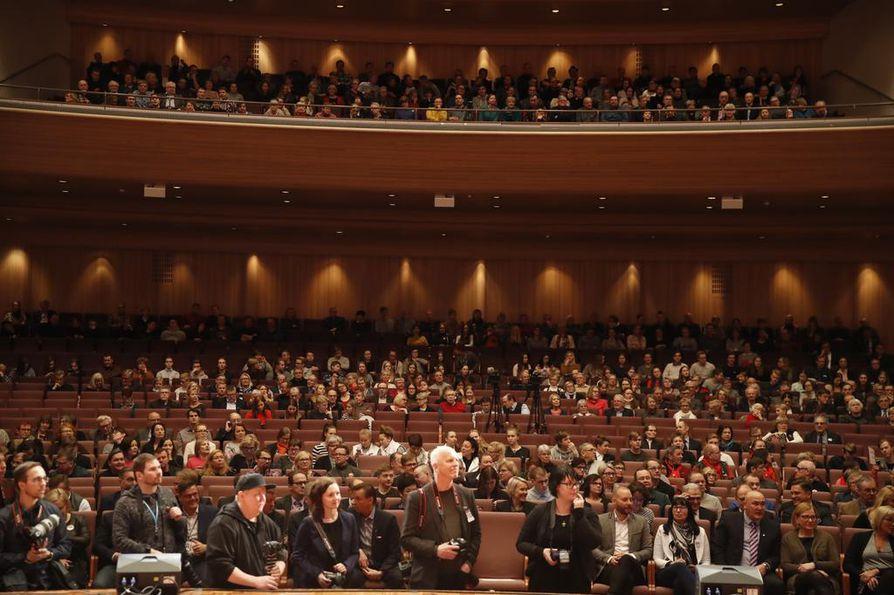 Madetojan sali oli täynnä yleisöä presidentinvaalitentissä keskiviikkona.