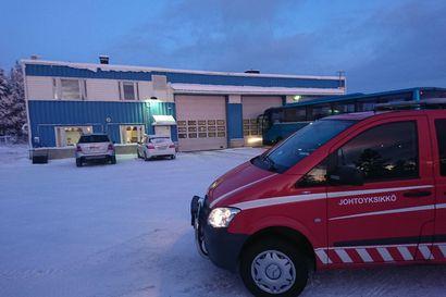 Suuressa ajoneuvohallissa oli savua Inarissa – mitään paloon viittaavaa ei löytynyt