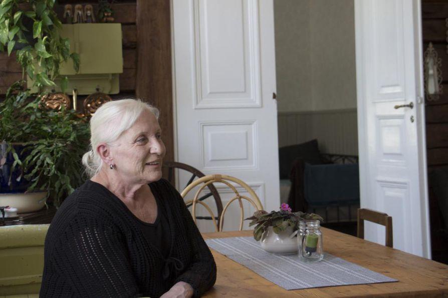 Maarit Varjonen pitää vierastaloa vanhassa pappilassa.