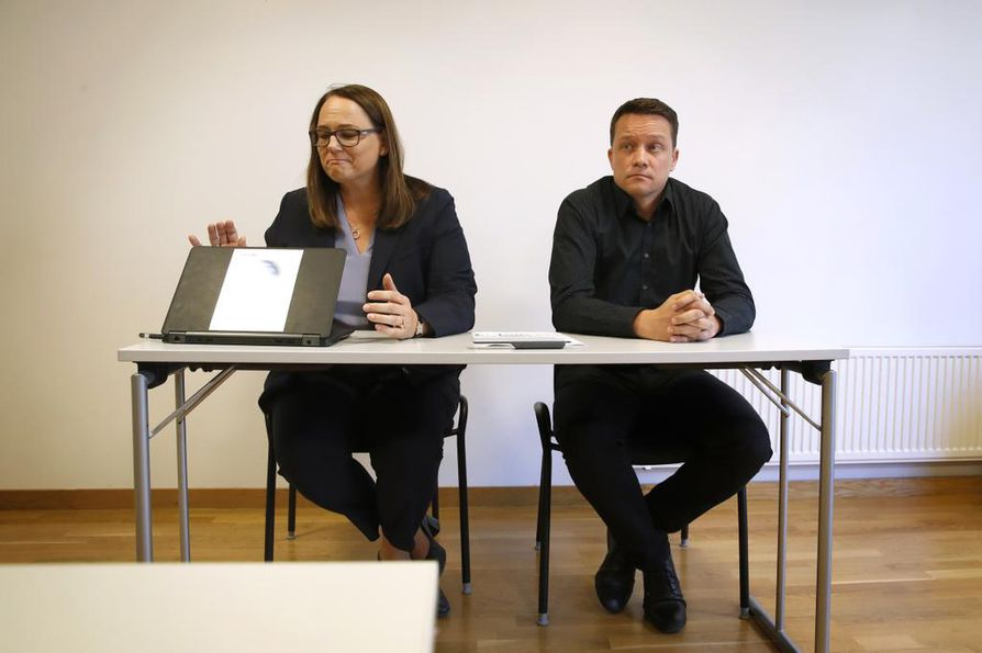 Venator sulkee tehtaansa Porin Kaanaassa. Yhtiön varatoimitusjohtaja Antje Gerber kielsi kuvaamisen tilaisuudessa. Tehtaanjohtaja Pasi Vartiainen ei tilaisuudessa kommentoinut.