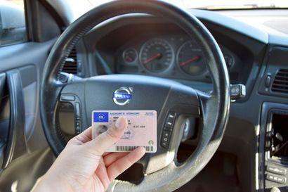 Keskimäärin 43 nuorta kuolee tieliikenteessä vuosittain – onnettomuuspiikki juuri kortin saaneissa