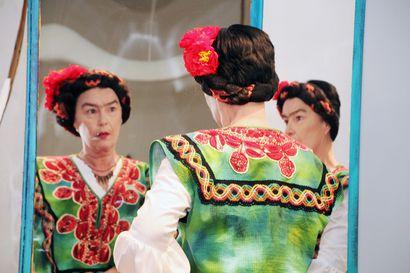 Näyttää ihan Frida Kahlolta, ajatteleekin kuin hän – Filpan monologissa on osa Sirpaa ja osa Fridaa