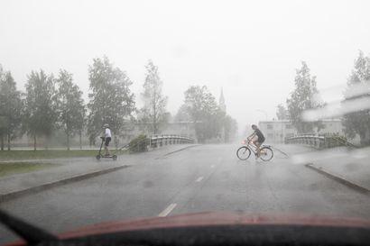 Riikka-myrsky riehuu tänään maan itäosissa, Oulun seudulle luvassa sateita