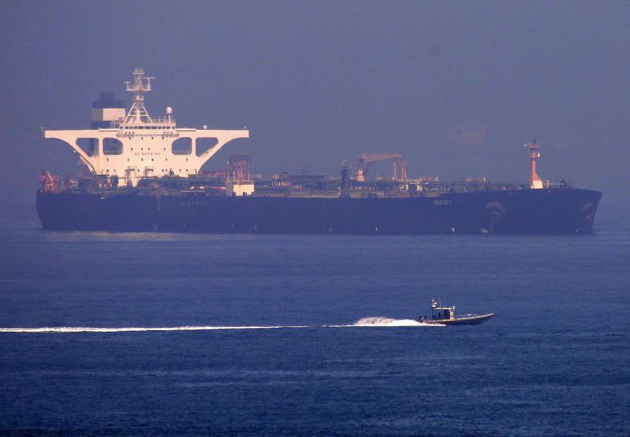 Takavarikossa Gibraltarilla ollut iranilainen öljytankkeri on lähtenyt kohti Kreikkaa. Alus on muuttanut nimensä Grace 1:stä Adrian Darya 1:ksi.