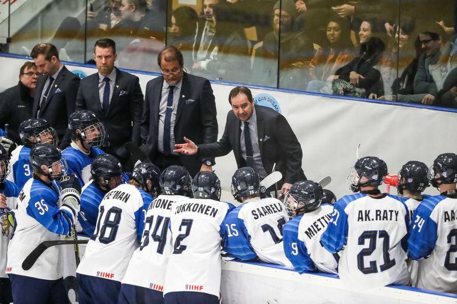 Pikkuleijonat jatkoivat tappioputkessa, kun Valko-Venäjä kaatoi Suomen lukemin 4-3. Kuva avauspäivän Kanada-ottelusta.