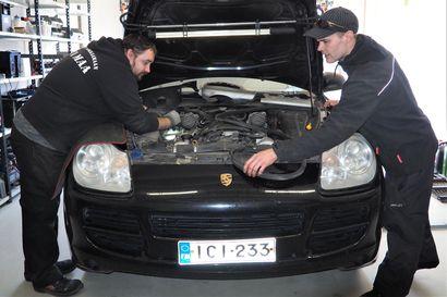 Näin vanha bensa-Porsche muuttuu lähes ekoautoksi kotimaisella teknologialla – muutossarja sopii melkein kaikkiin autoihin