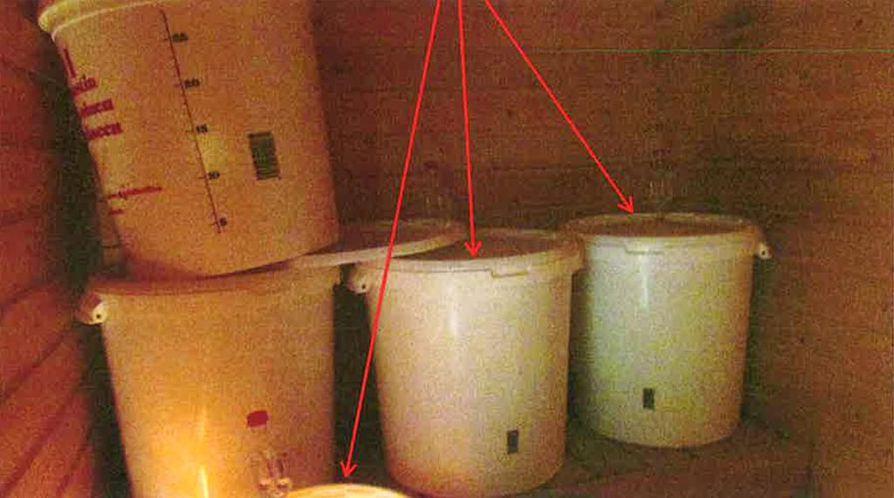 Saunasta löytyi kolme täynnä olevaa rankkiastiaa.