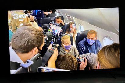 """Aleksei Navalnyi saapui murhayrityksen jälkeen kotiin Venäjälle, pidätettiin heti passintarkastuksessa – """"En pelkää"""""""