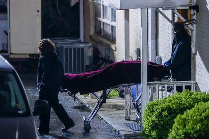 Yhdysvalloissa kahdeksan ihmistä on kuollut terveyshoitoloissa tehdyissä ampumisissa – yksi epäilty viranomaisten huostassa